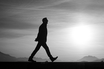 Walk Alone. Thomas Leuthard. https://www.flickr.com/photos/thomasleuthard/12087829163/
